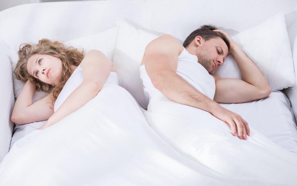 couple-in-bedroom